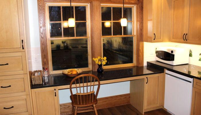 Kitchen windows breakfast niche.